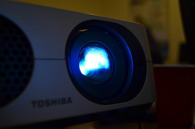 Współczesne zastosowanie projektorów w firmach i instytucjach