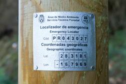 Placa localizador de emergencias en senderos
