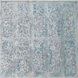 Migración del pigmento Baldosa hidráulica para exterior que fue pigmentada con negro de humo. Después de varios años, el pigmento prácticamente ha desaparecido.