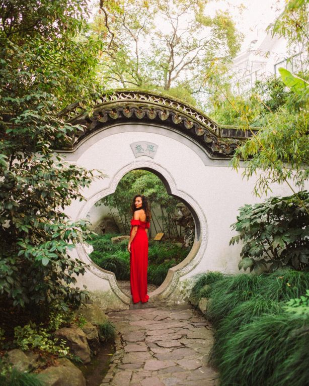 Jiading Qiuxia garden women in red