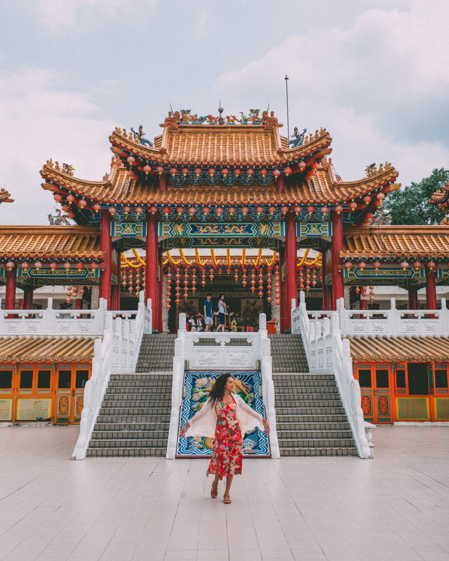 women twirling at Thean Hou Temple