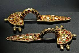Jeweled fibulas, decorative brooches to fasten clothing