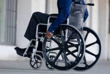 Εκπληκτική παρατηρητικότητα! Δείτε τι πρόσεξε υπάλληλος σε αναπηρικό καροτσάκι!!!