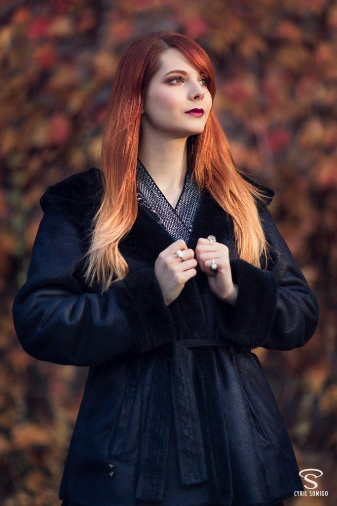 Séance de portrait réalisée en automne avec la modèle et blogueuse beauté et mode Gaby Owl, par le photographe Cyril Sonigo à Paris