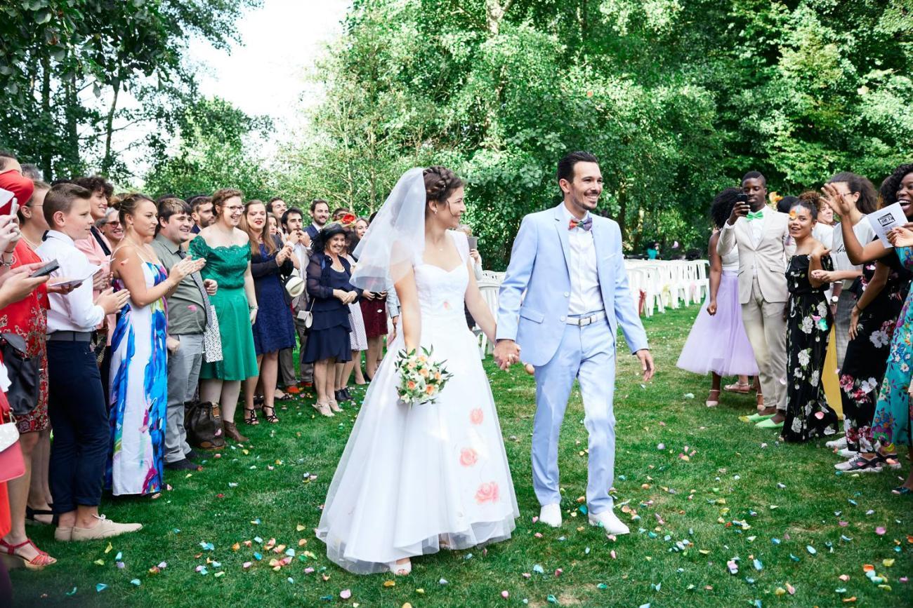 cérémonie céleste d'un mariage champêtre au Domaine du Moulin des Planches à Montigny-sur-Avre