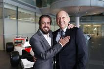 McLaren prezentacja kierowców 2015 04 Alonso Dennis