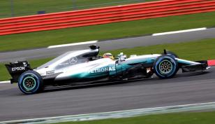 Mercedes W08 Hamilton bok prezentacja