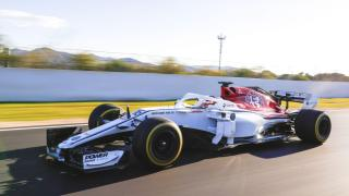Alfa Romeo Sauber C37 skos dzień filmowy