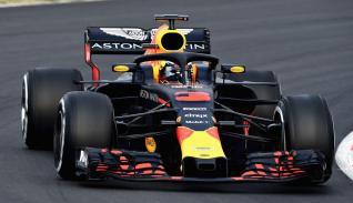 Red Bull RB14 Ricciardo Barcelona testy przód2
