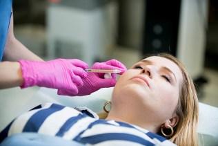 Plazmaterapie ACP je šetrná sterilní a téměř nebolí_foto Klinika GHC Praha_repro zdarma