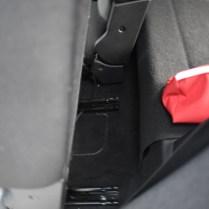 kolejničky k posunu zadních sedadel