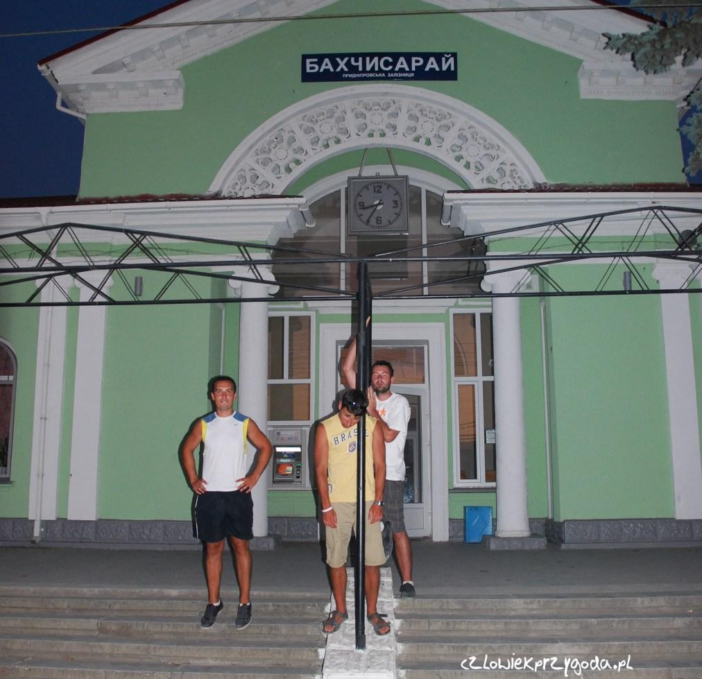 Czekając na pociąg w Bakczysaraju.
