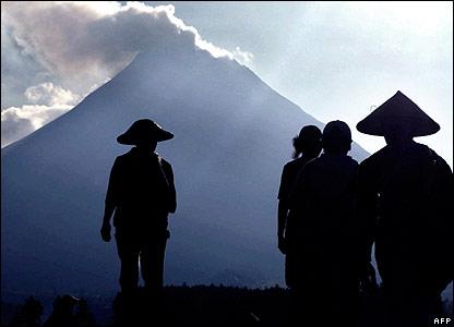 https://i2.wp.com/www.d.umn.edu/cla/faculty/troufs/anth1095/images/Indonesia_MtMerapi.jpg