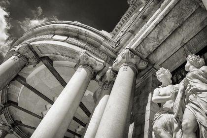 Black and white photo of the Palacio de Bellas Artes, Mexico City.