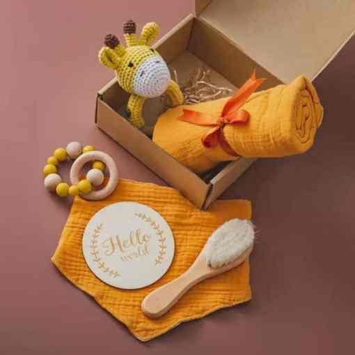 babygeschenk set giraffe gelb set3