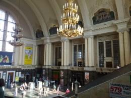 Alte Bahnhofshallte in Kiew
