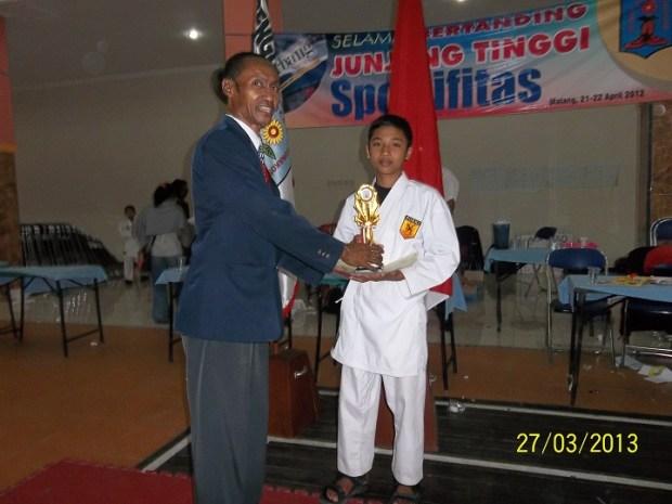 Ananda Buhanuddin Juara 2 karate se-Malang raya tahun 2012
