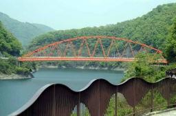 一庫公園から知明湖さくら橋