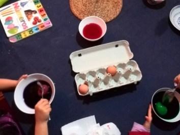 colorir ovos cozidos