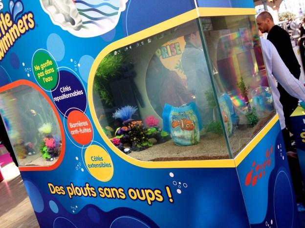 Un aquarium avec un Nemo sur une couche de bain... Rien de mieux pour démontrer l'efficacité d'une couche de bain. (D.Stankovski)