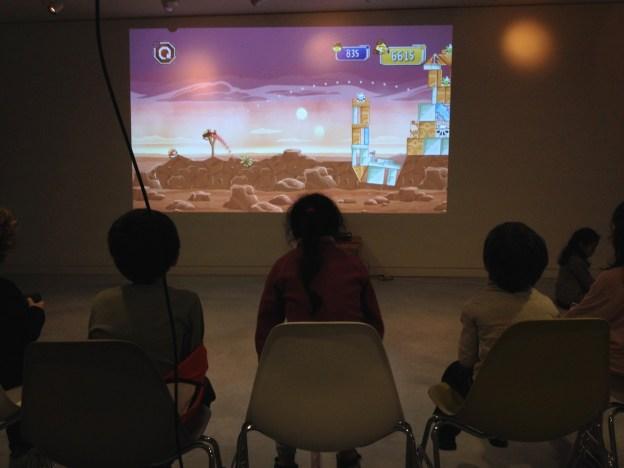 Pour finir la séance et permettre à un maximum d'enfants de participer, rien ne vaut un Angry Birds (D.Stankovski)