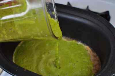 Green sauce into the pot