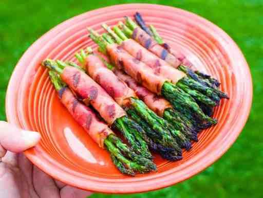 Grilled Asparagus and Prosciutto Wraps | DadCooksDinner.com