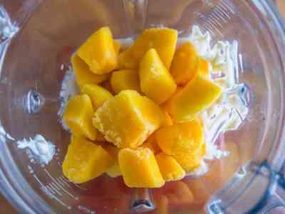 wpid6962-Mango-Lassi-in-Vitamix-7420.jpg