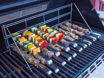 wpid6985-Grilled-Pork-Tenderloin-Skewers-with-Sweet-Thai-Chili-Dipping-Sauce-7502.jpg