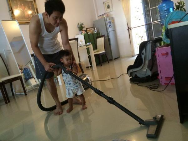 พ่อลูกช่วยทำงานบ้าน