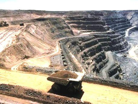 تطورات مثيرة في قضية اعتصام عمال شركة «كلومين» للمناولة المعدنية بمنجم  إميضر