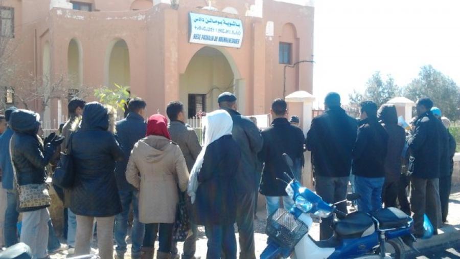 وقفة احتجاجية لتنسيقية بومالن دادس لاساتذة سد الخصاص أمام مقر الباشوية