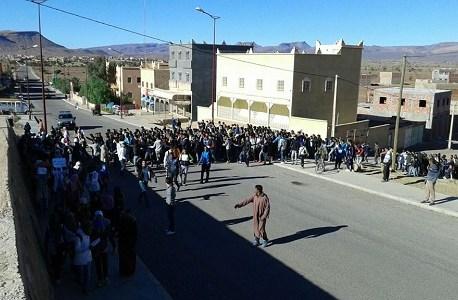 احتجاجات تلاميذية بالنقوب من أجل «إنقاد المدرسة العمومية»