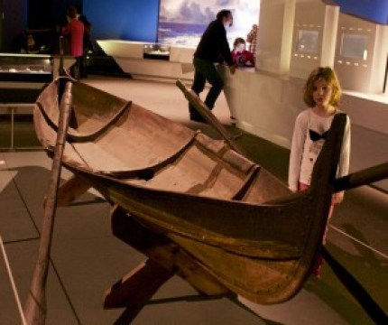 Image of a viking rowboat