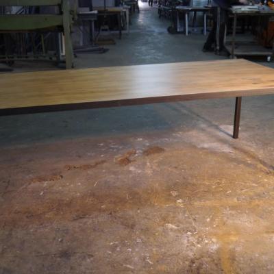Mesa Neo 4 hierro negro con sobre insertado pino envejecido 180x90cm H-75