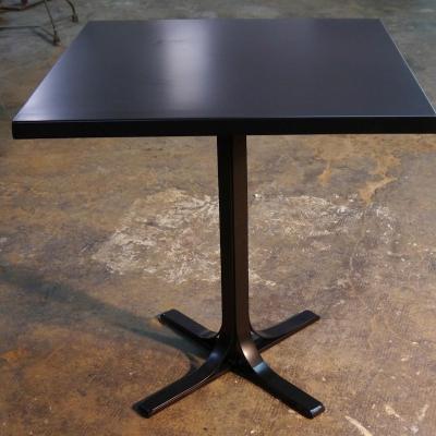 Mesa Detroit con sobre de plancha en hierro negro de 70x70cm