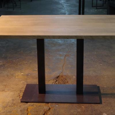 Mesa Q doble estructura pintado óxido con sobre pino envejecido 130x80cm