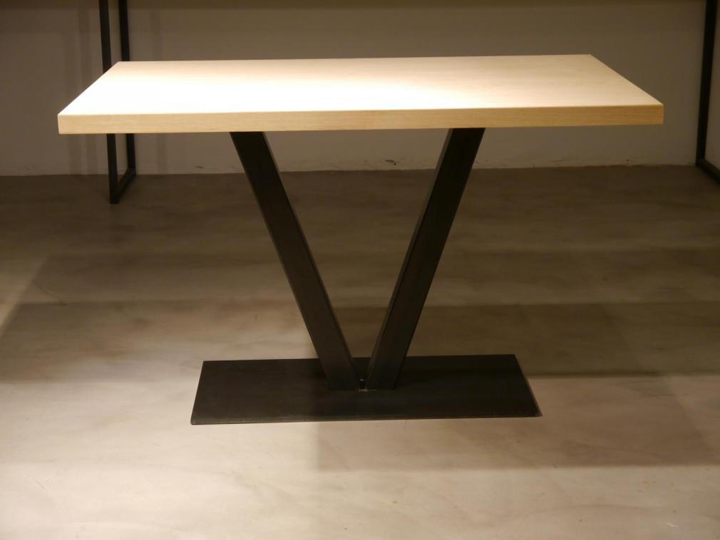 Mesa pie central rectangular Vela con sobre de roble macizo de 120x70