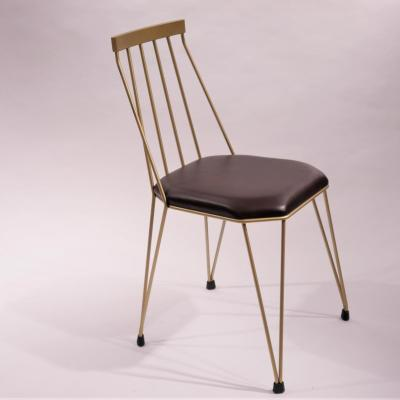 Silla Teia estructura pintada dorada asiento tapizado piel anticuario