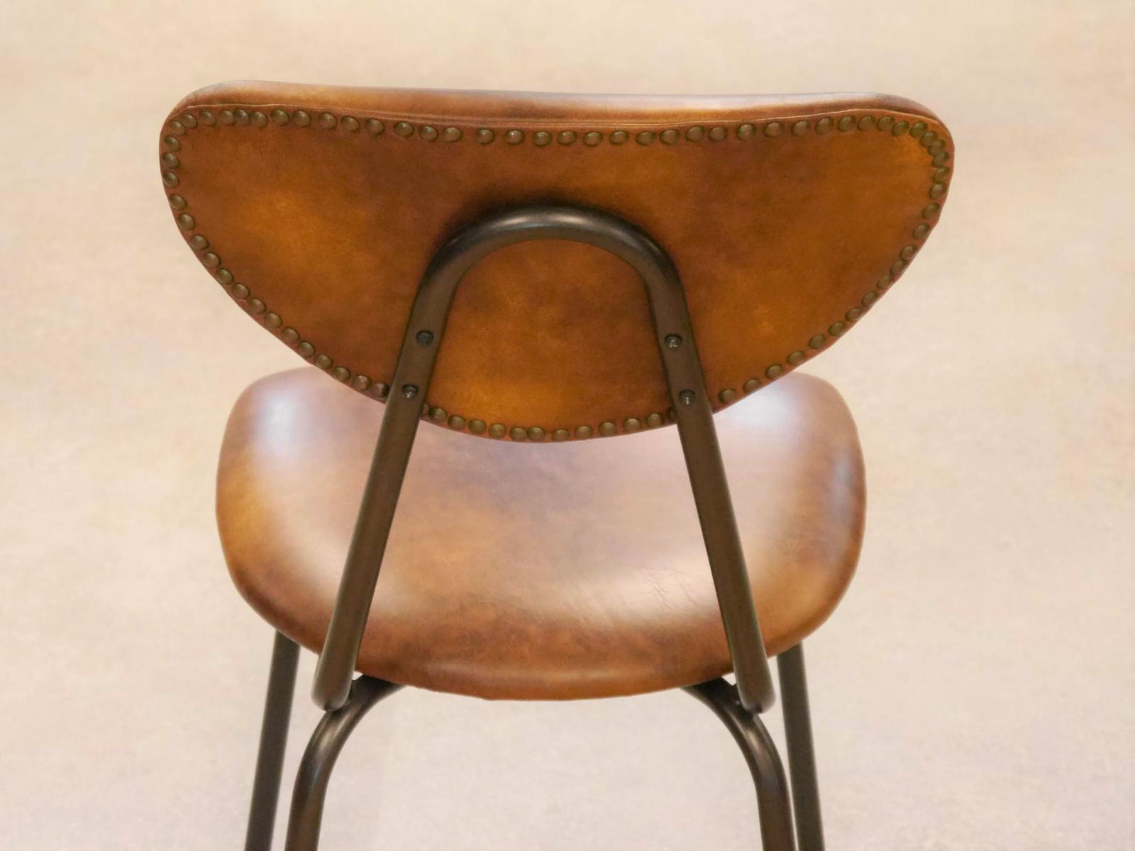 Respaldo silla colegio tapizada con tachuelas en la parte trasera del respaldo