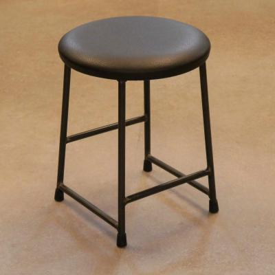 Taburete desigual bajo con asiento tapizado sintético negro y estructura pintado negro