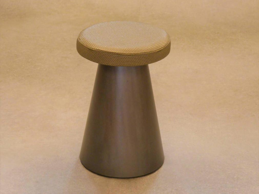 Taburete Kefren H-45 estructura barniz mate asiento tapizado