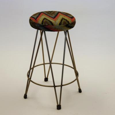 Taburete Dopey 60 hierro barnizado asiento tapizado textil