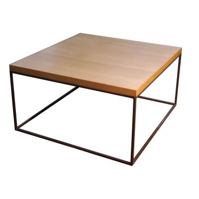 Mesa minimalista de hierro con sobre de madera
