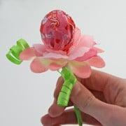 DIY lollipop flower DagmarBleasdale.com: 10 Easy Valentine's Day Crafts For Kids http://www.dagmarbleasdale.com/2012/01/10-cute-and-easy-valentines-day-cards-and-crafts-for-kids/