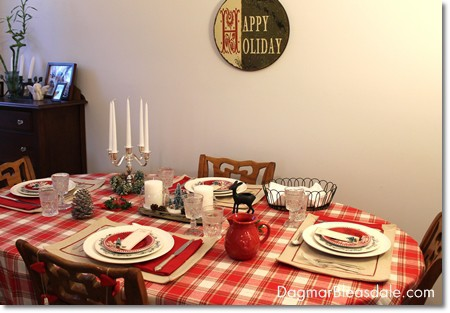 simple cottage Christmas table decor