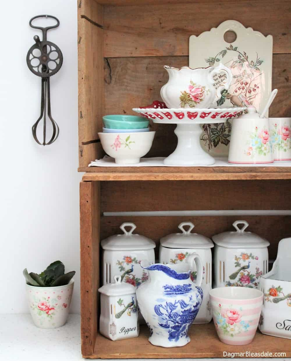 ideas to decorate with wooden crates