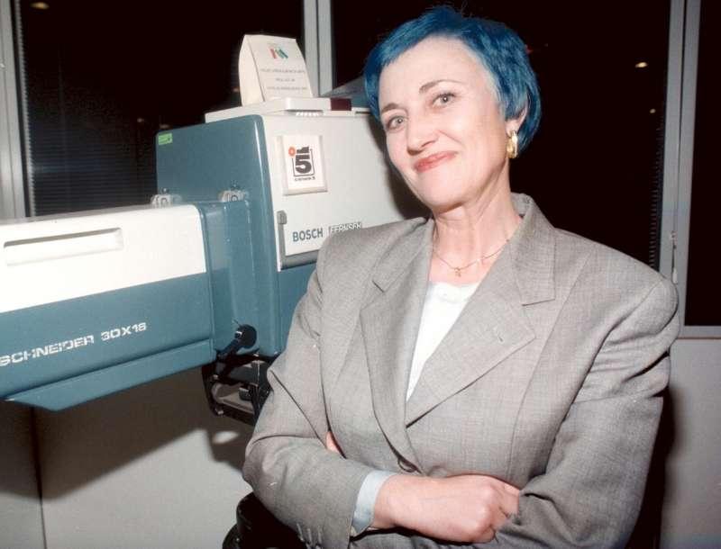 ve la ricordate?tiziana rosati nel 1998 fece infuriare mentana per i  capelli blu in diretta. e ora.. - Dagospia