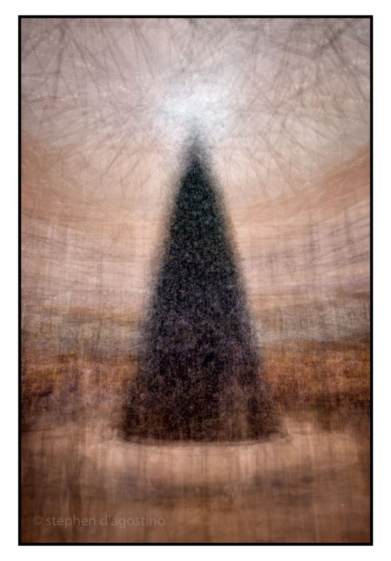 The Swarovski Christmas tree, Yorkdale Shopping Centre, Toronto, photographed using the in the round photo impressionistic montage technique. © Stephen D'Agostino.