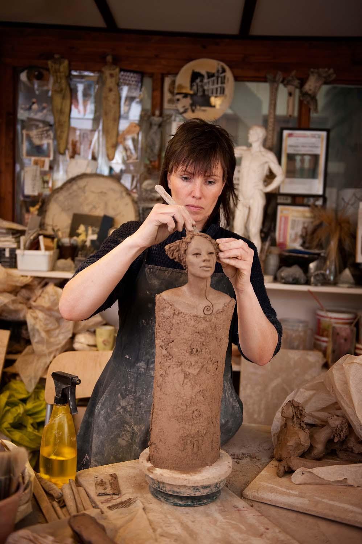 I arbeid, tårenes delta, Ingun Dahlin, keramikk, skulptur, verksted, uferdig